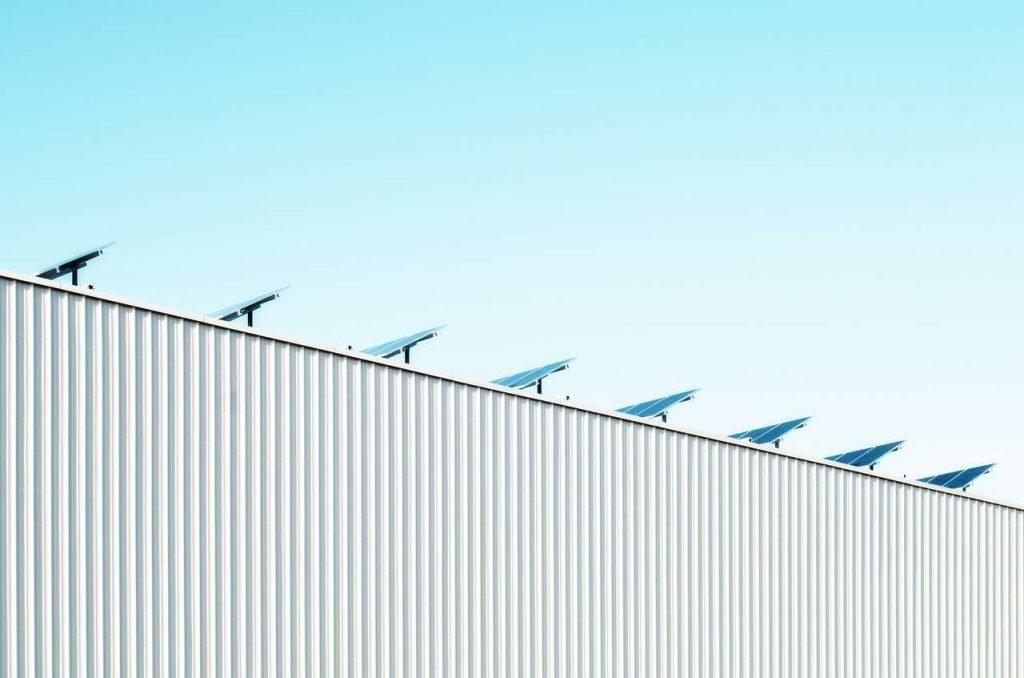 instalación solar en tejado de una empresa